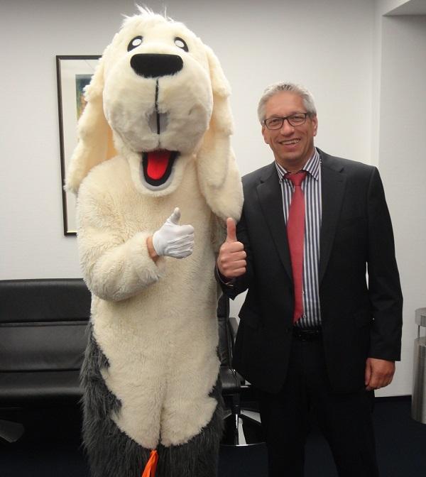Sam mit Vorstandsmitglied Andreas Bastuck